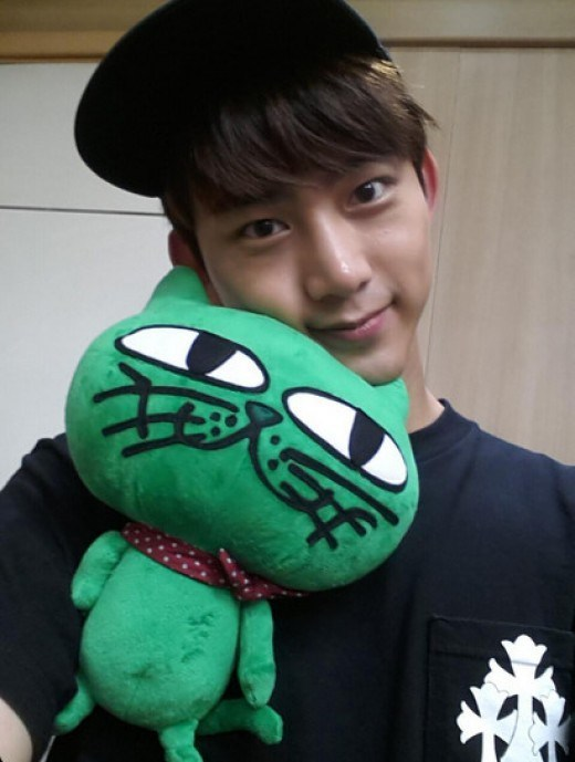 taecyeon-cat-twitter